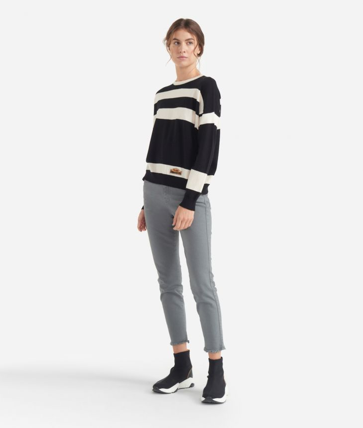 Striped sweater Black and White,front