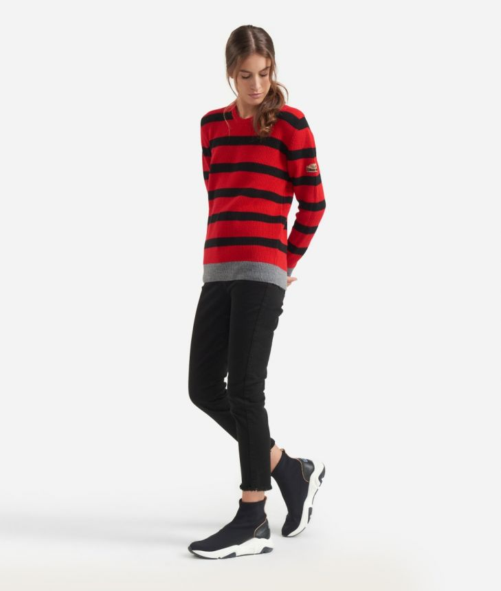 Striped sweater Red and Black,front