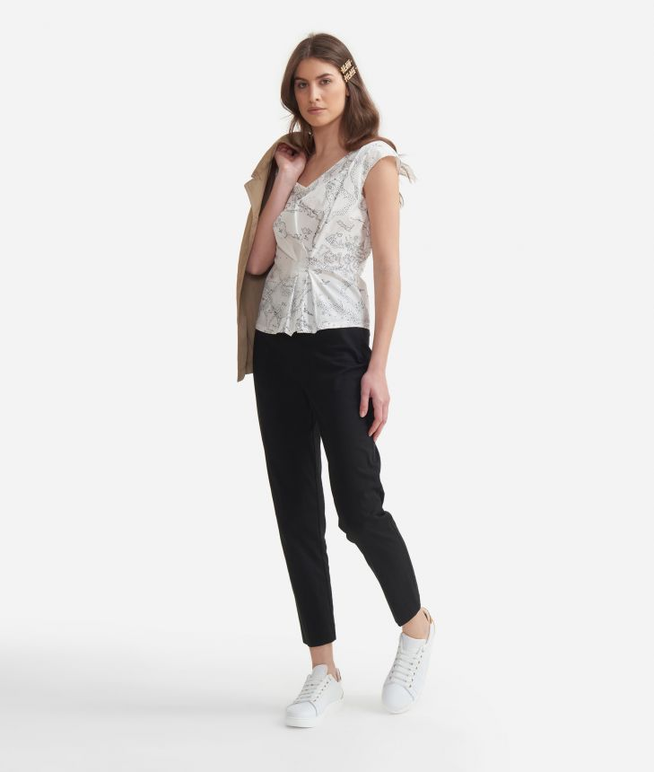 Top with Geo micro pois print White and Black,front