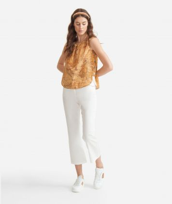 Top with decorative buttons in poplin cotton with Geo Classic print