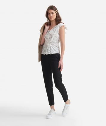 Top with Geo micro pois print White and Black