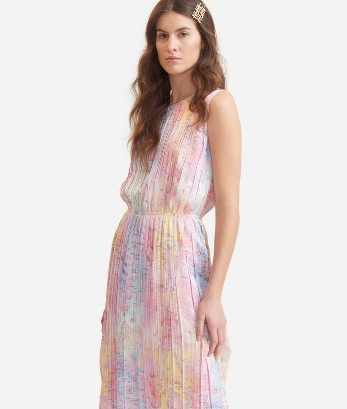 Plissé dress in satin with Geo Artistica print