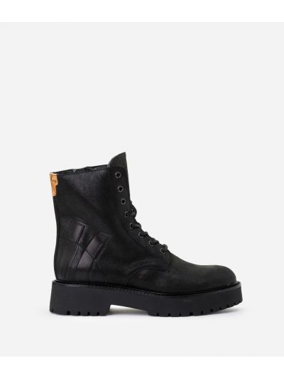 Combat boots in laminated leather Black